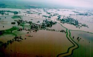 Dolina rzeki Odry poniżej Raciborza w czasie powodzi z lipca 1997 r
